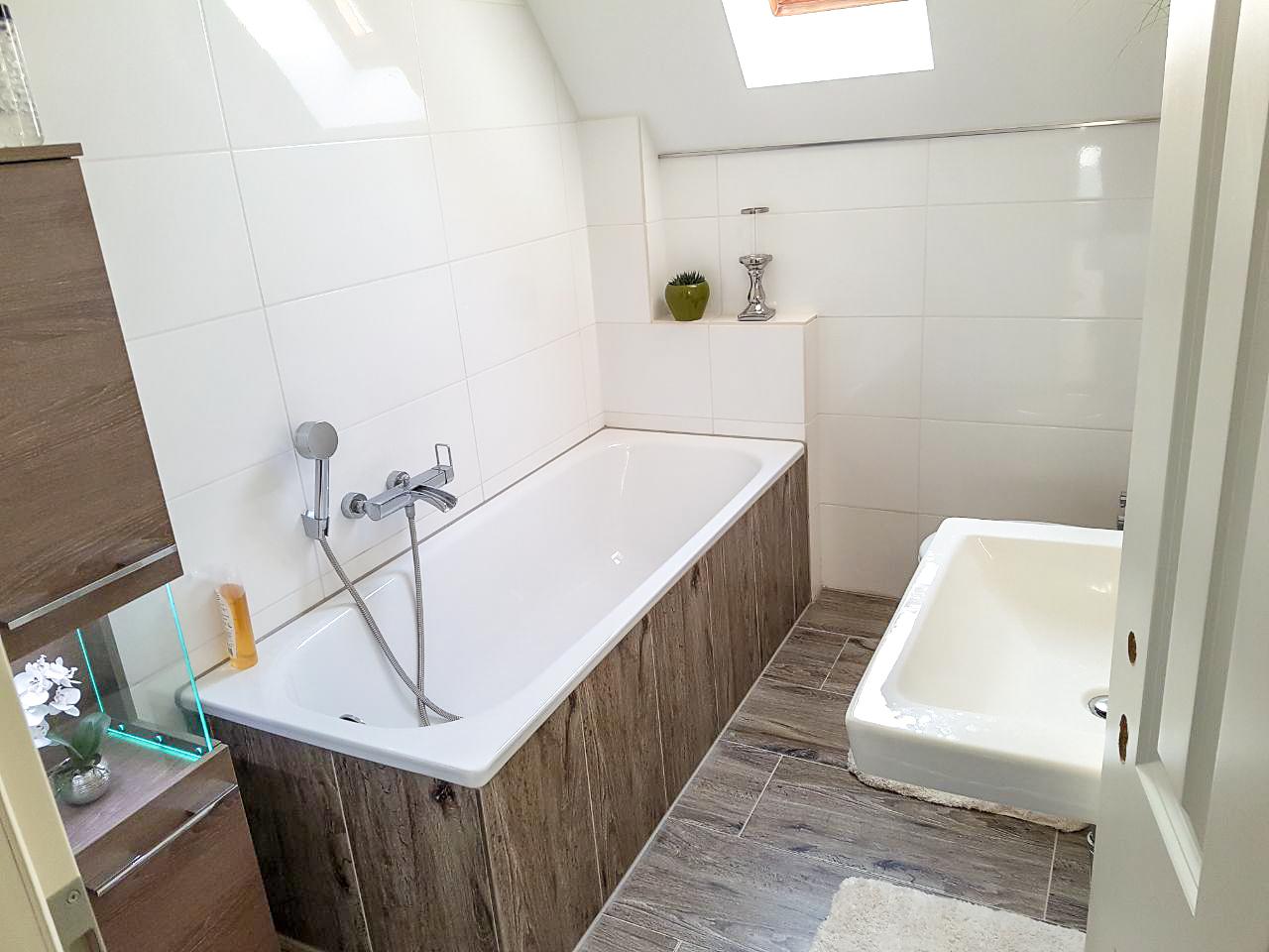 Planung Und Ausführung Eines Badezimmers Mit Badewanne In Der Dachgeschosswohnung